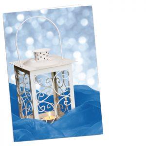 Kortin kannessa on valokuva valkoisesta lyhdystä sinisellä kankaalla.